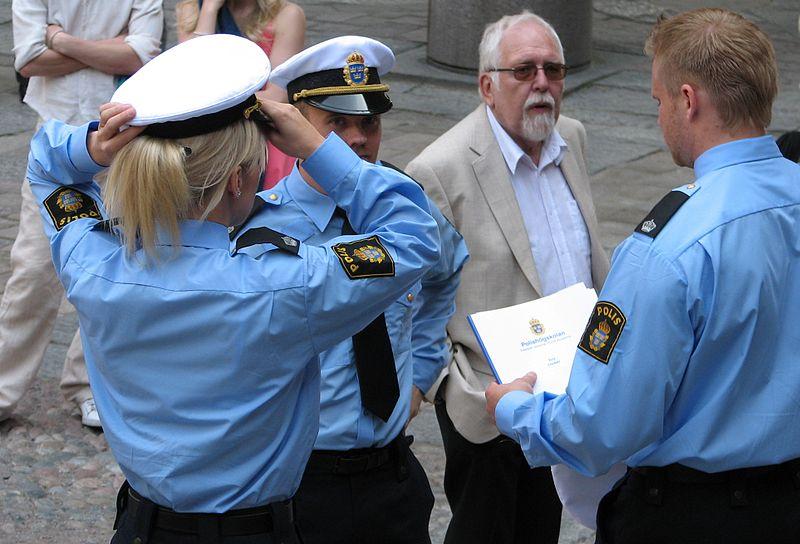 File:Swedish Police officers.jpg