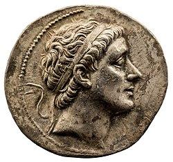 Syria - king Antiochos II - 261-246 BC - silver tetradrachm - head of Antiochos II - Apollon - München SMS 01.jpg