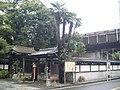Temple on Tokaido Shinkansen side track in Kawasaki.jpg