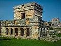 Templo de los Frescos, al fondo, el Castillo..jpg