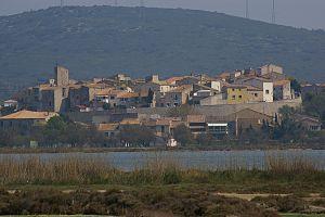 Balaruc-le-Vieux - View of Balaruc-le-Vieux across the Étang de Thau