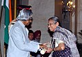 The President, Dr. A.P.J. Abdul Kalam presenting Padma Shri to Smt. Vasundhara Komkali, a leading female vocalist, at an Investiture Ceremony at Rashtrapati Bhavan in New Delhi on March 29, 2006.jpg