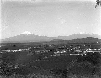 Popocatépetl and Iztaccíhuatl - View of the Puebla Valley, with Popocatépetl and Iztaccíhuatl in the distance, 1906