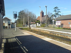 Topsham railway station - Looking towards Exeter