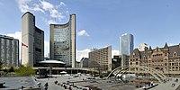 Toronto - ON - Rathaus und Nathan Phillips Square.jpg