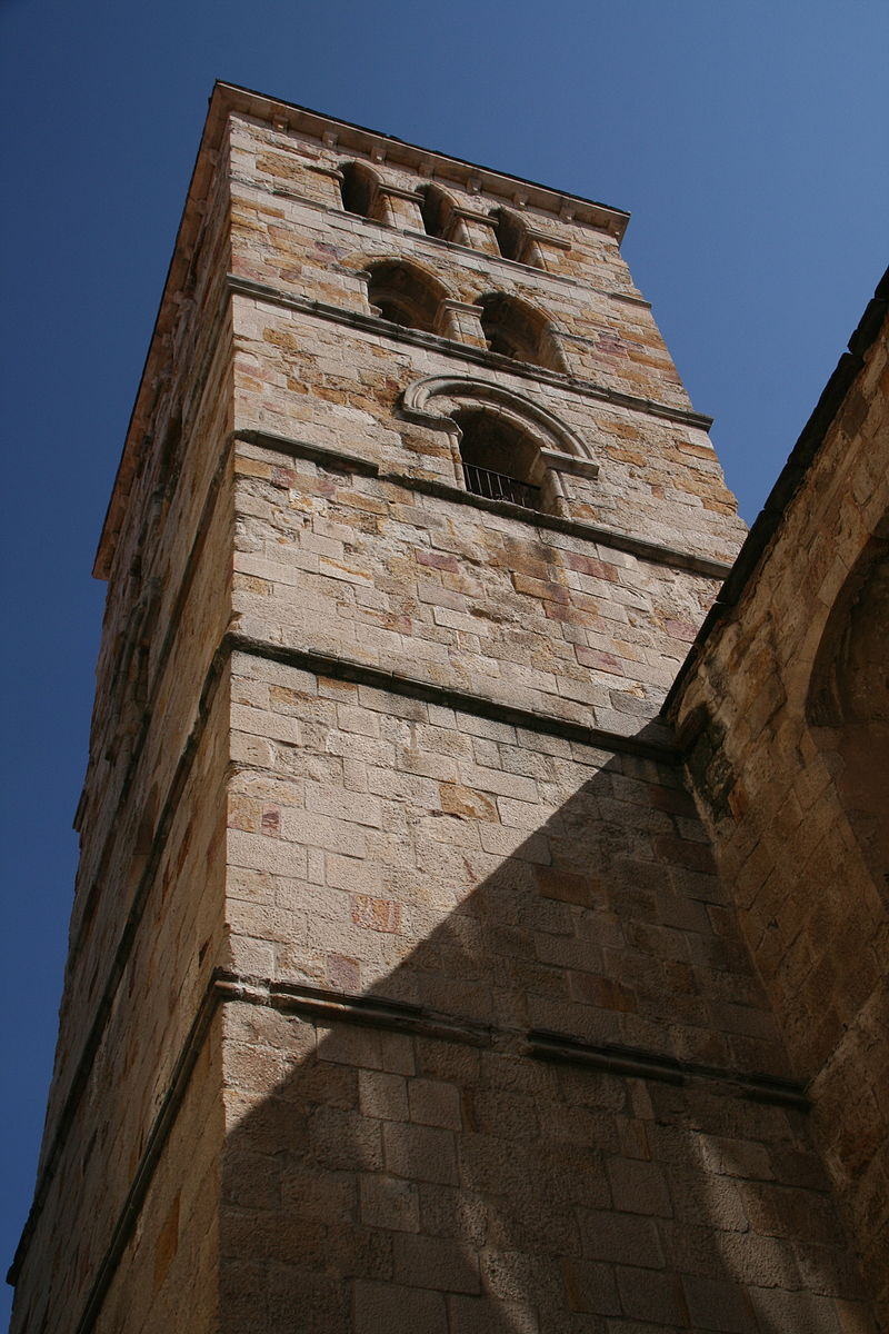 Torre de la Iglesia de San Vicente Mártir (Zamora).jpg