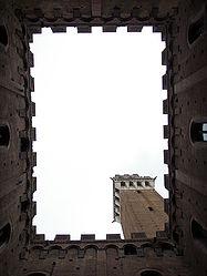 Torre del Mangia from Cortile del Podestà 2.jpg