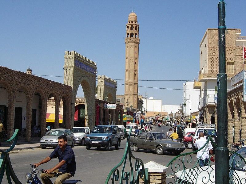 File:Tozeur Avenue Habib Bourguiba.JPG