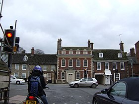 Traffic lights at Highworth town centre. - geograph.org.uk - 307469.jpg