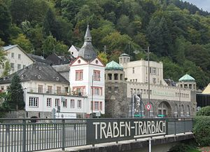 Trarbach Oberes Moselufer.JPG