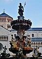 Trento Piazza del Duomo Fontana del Nettuno 13.jpg