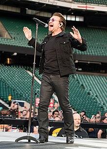 U2 in London (35732370281).jpg