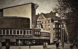 Universum und Kammer-Lichtspiele Postkarte 1929, Autor unbekannt [Copyrighted free use], via Wikimedia Commons