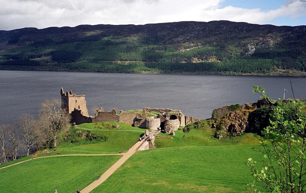 Urquhart Castle – Wikipedia