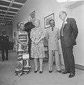 V.l.n.r. mevrouw Bongo, koningin Juliana, president Bongo en prins Bernhard, Bestanddeelnr 926-4083.jpg