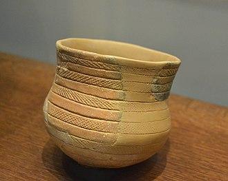 Beaker (archaeology) - Image: Vas campaniforme amb decoració puntejada, cova de la Recambra, Museu Arqueològic de Gandia