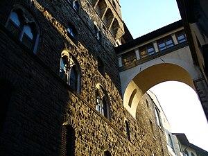 Ponte Vecchio - Vasari corridor from Palazzo Vecchio to Uffizi