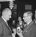 Vice president Lyndon B Johnson op stadhuis te Amsterdam ontvangen Burgemeeste, Bestanddeelnr 915-7102.jpg