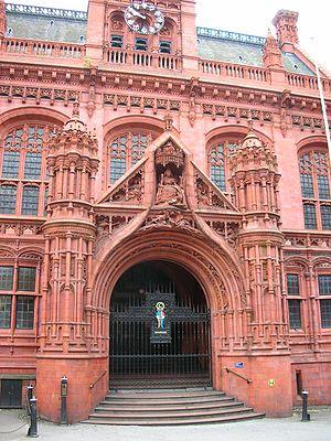 Harry Bates (sculptor) - Bates's figure of Victoria above the Victoria Law Courts, Birmingham