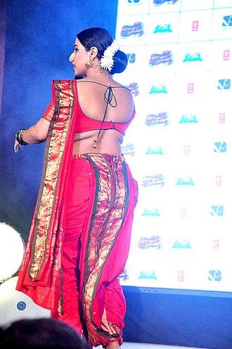 Kasta sari - Vidya Balan performs Lavani in a kasta sari to promote Ferrari Ki Sawaari