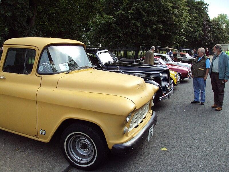 File:Vintage truck, Birkenhead.JPG