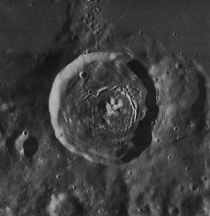 Vitello (crater) - Image: Vitello crater 4136 h 3