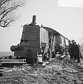 Vrachtauto tegen trein te Aalsmeer, de gehavende trein, Bestanddeelnr 920-0818.jpg