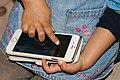 WC Den skal tidlig krøkes - touch screen cellphone barnefinger 2.jpg