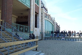"""Working on a Dream Tour - Fans listening outside Asbury Park Convention Hall as Springsteen and the E Street Band work on arrangements for """"Outlaw Pete"""" in rehearsal. March 18, 2009."""