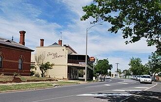 Wahgunyah - The main street of Wahgunyah, looking from the Murray River crossing to Corowa.