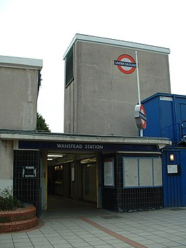 Wanstead stn entrance.JPG