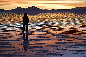 English: Watching Sunset, Salar de Uyuni, Boli...
