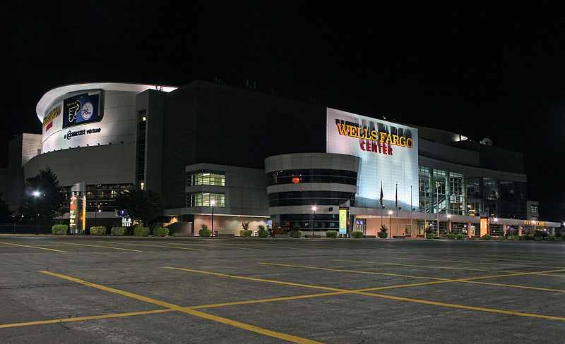 800px-Wells_Fargo_Center.jpg
