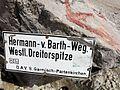 Wetterstein WestlDreitorspitzeSchild 2013-08.jpg