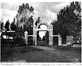 Woodland Park entrance gate, ca 1895 (SEATTLE 774).jpg