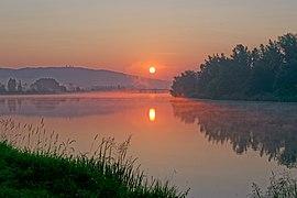 Wschód słońca nad zakolem Wisły pod Tyńcem w Krakowie, 20210707 0459 7917 DxO.jpg