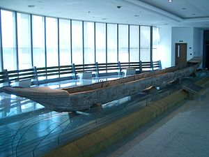 Dragon boat - A Tang Dynasty dragon boat in Yangzhou Museum