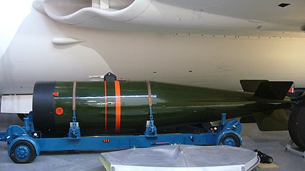Side view of a Yellow Sun nuclear bomb under the wing of Vickers Valiant XD818 at the RAF Cosford museum