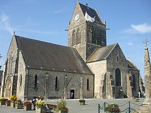 Sainte-Mère-Église - Church with Parachute Memorial
