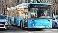 Автобус на маршруте м2 около станции метро Китай-город.jpg
