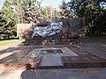 Братська могила радянських воїнів та комсомольців-підпільників, Кривий Ріг.JPG