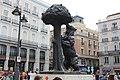 """Бронзовая скульптура """"Медведь и земляничное дерево"""" - символ Мадрида. - panoramio.jpg"""