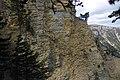 Вид на осадові породи Ялтинської яйли з Ставрікайської стежки.JPG