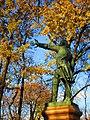 Памятник императору Петру I с голубем.JPG