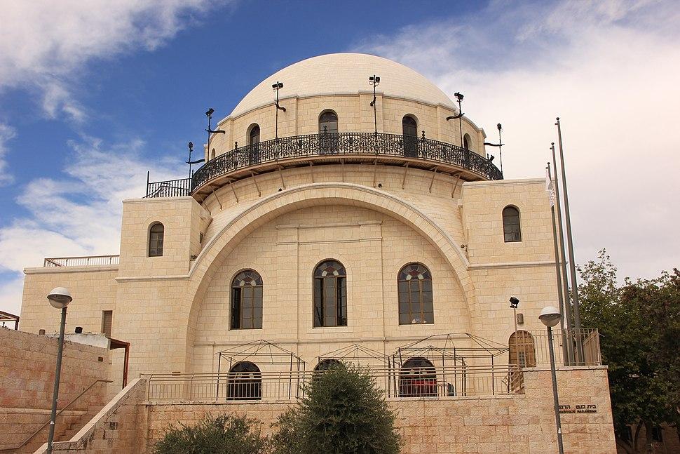 בית כנסת החורבה נמצא במרכז הרובע היהודי בעיר העתיקה בירושלים