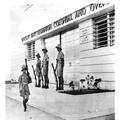 המאורעות בארץ ישראל 1938 - חיפה שמירה על הבנקים עי חיילים בריטיים-PHL-1088103.png