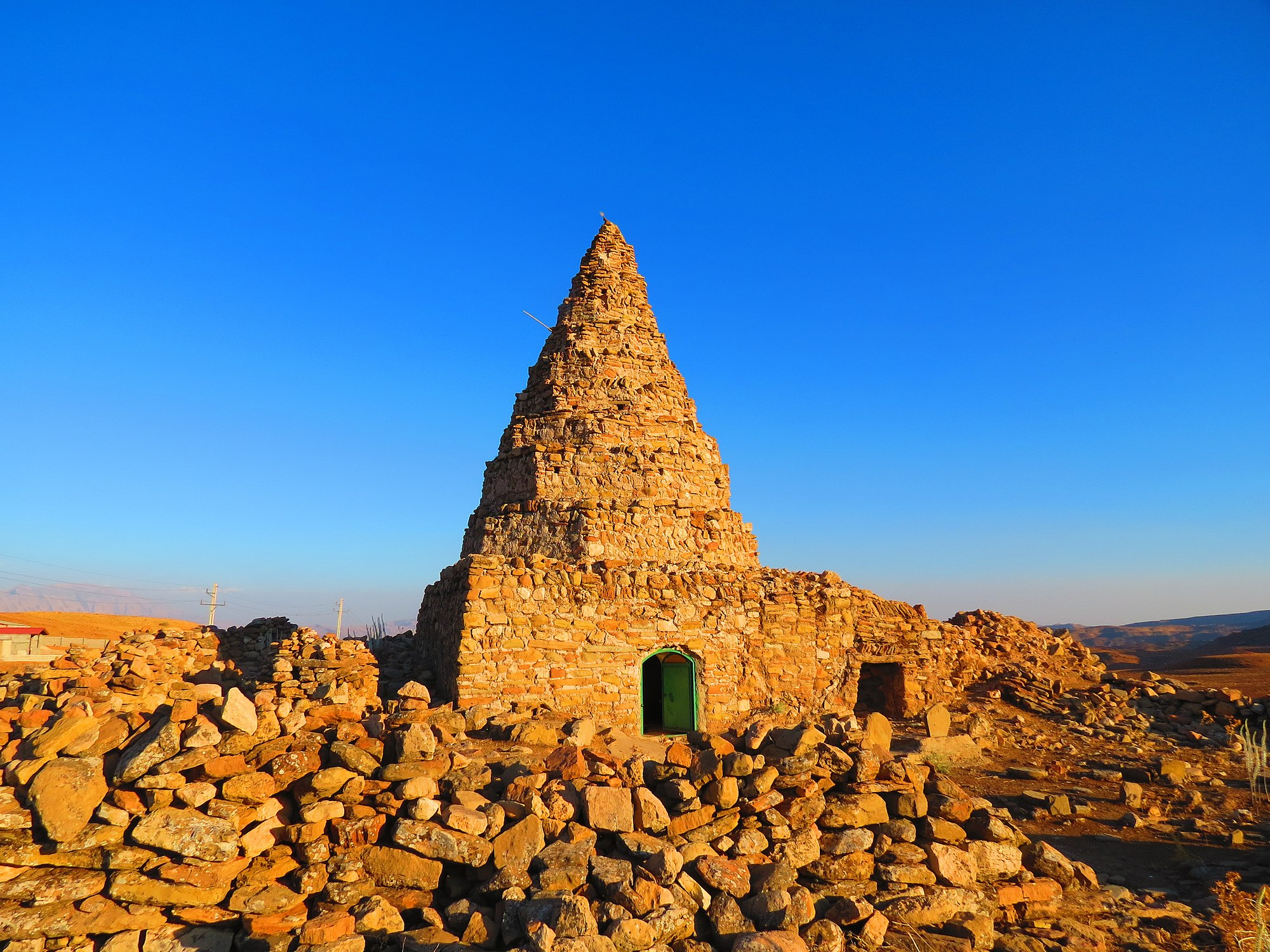 آرامگاه و قبرستان محمود علی