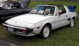 Rear mid-engine, rear-wheel-drive layout - Image: 1978 Fiat X1.9 in white, front left