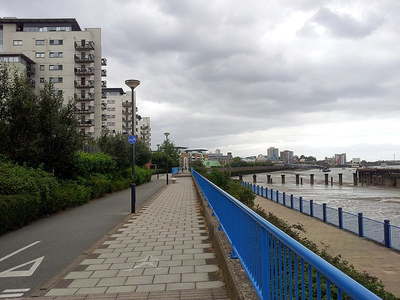 File:2015 London, Woolwich-Thamesmead West, Thames Path-Royal Artillery Quays 01.jpg