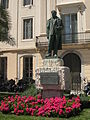 202 Monument a Rusiñol davant la casa Vidal Quadras del c. Port Alegre.jpg